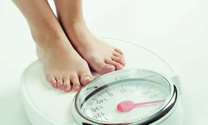 Может быть резкая потеря веса, за счет этого появляется слабость, разбитость