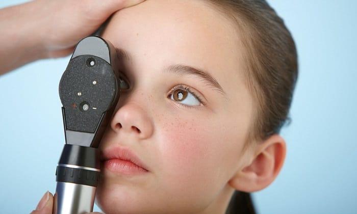 Симптомом может быть ухудшение зрения. Нарушения проявляются не сразу, а только при длительном течении заболевания