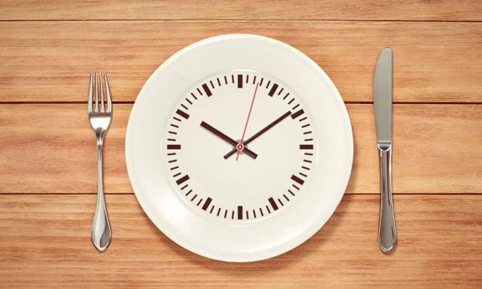 При диабете нужно питаться дробными порциями, в среднем 6 раз в день