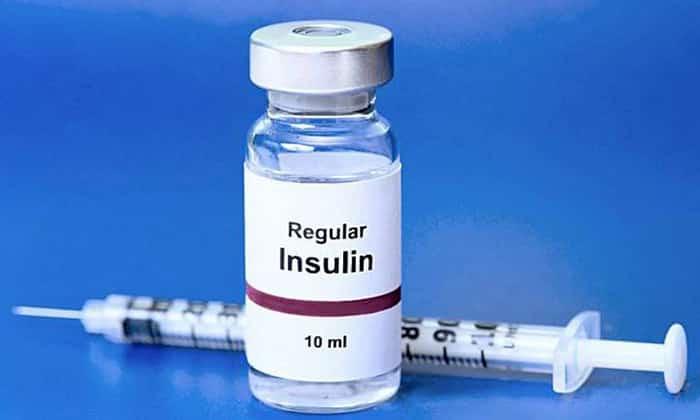 При сахарном диабете 1 типа эффективны инъекции инсулина, при 2 типе заболевания применяются сахароснижающие препараты