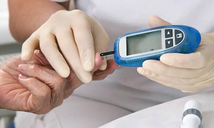 Перед занятием физическими упражнениями следует измерить уровень сахара, чтобы исключить развитие гипогликемии