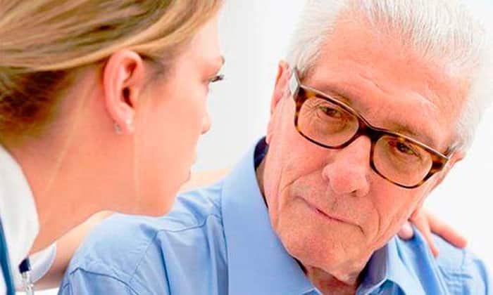 Гиперлактацидемическая кома развивается в пожилом возрасте не только при сахарном диабете, но и при наличии тяжелых заболеваний почек, печени, при хроническом алкоголизме