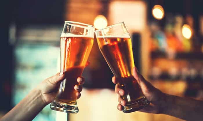 Гипогликемическая кома возникает как следствие длительного снижения уровня сахара в крови, причиной которой может стать злоупотребление алкоголем